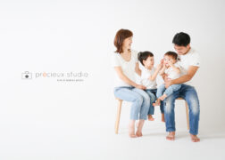 リンクコーデで家族写真撮影