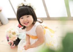 ワンピースと花冠がかわいい2歳のお誕生日記念写真撮影