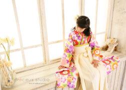 袴姿でかわいいハーフ成人式の記念写真撮影