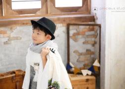 袴にハットでかっこよく七五三記念写真撮影